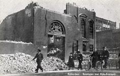 PBK-934 Puinresten na het bombardement van 14 mei 1940. Het gebouw van het Rijks Entrepôt aan de Boompjes. Rechts de ...