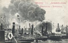 PBK-9456 Sleepboten tijdens het blussen van de brand op s.s. Sommelsdijk van de Holland-Amerika Lijn in de Maashaven.