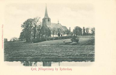 PBK-9645 De Hillegondakerk aan de Kerkstraat temidden van een weiland.