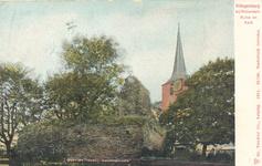 PBK-9649 De ruïne van het kasteel of het 'reuzenhuis' en de toren van de Hillegondakerk aan de Kerkstraat.