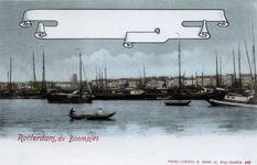 PBK-972 Binnenvaartschepen op de ankerplaats ter hoogte van het Antwerpse Hoofd. Op de achtergrond huizen aan de Oosterkade.