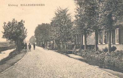 PBK-9752 Kleiweg, dicht bij de tol aan de Straatweg, in de richting van de Uitweg.