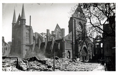 PBK-979 Gezicht op de door het bombardement van 14 mei 1940 getroffen Bosjeskerk aan het Boschje vanuit het zuidwesten.