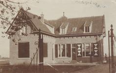 PBK-9812 Het woonhuis van de heer Vaandrager, directeur van de Hygiënische Modelstal De Vaan aan de Straatweg, ...