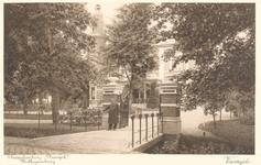 PBK-9857 De voorzijde met toegang en portier van de theeschenkerij Plaswijck in Hillegersberg, (het latere raadhuis), ...