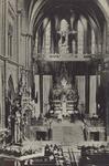 PBK-992 Interieur van de rooms-katholieke kerk van Sint Antonius van Padua, ook wel de Bosjeskerk genoemd, tijdens een ...