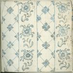 1976-3195-57 Tegelvoorbeeld met tekeningen uit het modellenboekje voor tegels: bloem- en bladmotieven, vier stroken. ...