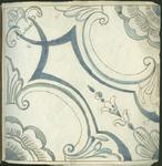 1976-3195-95 Tegelvoorbeeld met tekeningen uit het modellenboekje voor tegels: geometrische bloem [?] - en blad- [?] ...