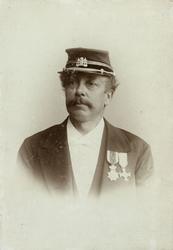 P-006807 Portret van R. Numan van Son, stationschef van het Station Delftse Poort van 1877 tot 1903.