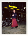2012-28 Medewerker van bierlokaal Locus Publicus. De foto is gemaakt in opdracht van De Kracht van Rotterdam (DKVR).
