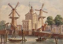 1968-13 Gezicht op de Leuvehaven met de Wester Nieuwe Hoofdpoort of Witte Poort.Datering: Het telegraafapparaat op de ...