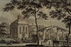 1970-2062 Gezicht op de Lutherse kerk aan de Wolfshoek en rechts de Keizersbrug uit het noordoosten.