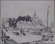 1971-1981 Gezicht op de Oudehaven gezien vanaf de westelijke kade. Op de achtergrond de Ooster Oude Hoofdpoort, uit de ...