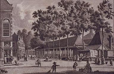 1972-1880 Blaak met de Zeevischmarkt, vanaf de hoek met het Hang uit westelijke richting gezien. Links herberg De Zwaan .