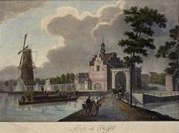 1973-4034 Gezicht op de Delftse Poort aan de Pompenburgsingel met links een aanleggende trekschuit en molen De Blauwe ...