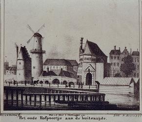 1973-4059 Het oude Hofpoortje (vóór 1778) aan het Hofplein bij de Stadsvest, gezien uit het noordwesten met links van ...