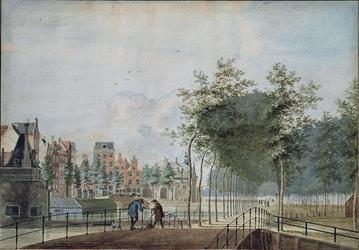 1973-4206 Hofpoort en Delftse Poort met de stadsvest, rechts het latere Hofplein.