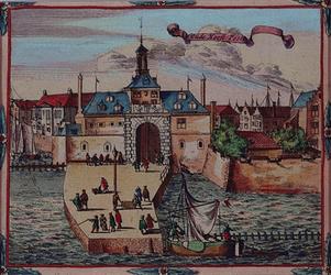 1973-4345 Gezicht op de Ooster Oude Hoofdpoort aan de Oudehaven.