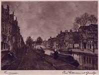 1973-4373 Gezicht op een oud Rotterdams grachtje, met aan de kant gemeerd een aantal trekschuiten. Op de achtergrond ...