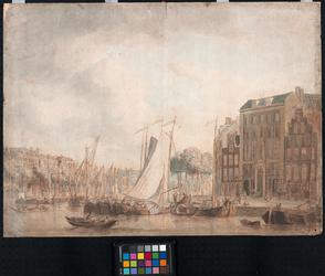 1973-4805 Oudehaven. Rechts de Geldersekade; daaraan het `Huis met de zeepaarden' en links daarvan het latere ...