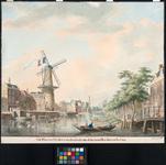 1973-4807 Pompenburgsingel met de Blauwemolen getooid met de Franse vlag. Gezien uit oostelijke richting. Rechts de ...