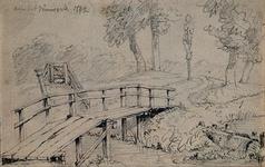 1973-5063 Houten loopbrug over een sloot.