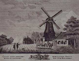 1973-5114 Gezicht op de Honingerdijk met de laatste molen aan de Hoge Zeedijk.