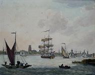1982-3032 Gezicht op de stad, vanuit het zuiden. Links de nieuwe poorten aan de Leuvehaven, met daarvoor het zeil van ...