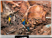 1989-3481 Bouwput voor de spoortunnelwerkzaamheden. Opgravingen nabij metrostation Blaak. Fundering van de oude ...