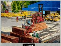 1997-176 Gezicht op het behandelen van stukgoed op het bedrijfsterrein van B.V. Stuwadoorsbedrijf Hanno.