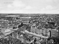 1997-1882 Gezicht op een deel van het centrum vanaf de toren van de Sint-Laurenskerk. Op de achtergrond de Nieuwe Maas ...