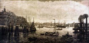 2000-187 Gezicht op de Nieuwe Maas vanuit het westen met de Maasbruggen op de achtergrond, links de Westerkade met nog ...