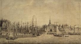 III-104 Gezicht op de Nieuwe Maas met de Oude Hoofdpoort en het Bolwerk.