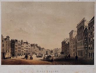 IX-1078 `PLACE ERASME'. Gezicht op de Grotemarkt met in het midden het standbeeld van Erasmus. Uit het westen.