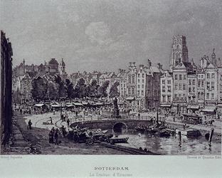 IX-1086-01 Gezicht op de Grotemarkt vanaf het Westnieuwland met rechts Middensteiger. In het midden: het standbeeld van ...