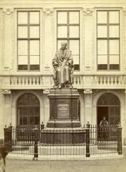M-1179 Standbeeld van mr. Gijsbert Karel graaf van Hogendorp, een van de grondleggers van het koninkrijk der ...