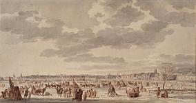 RI-1342 IJsvermaak op de Nieuwe Maas met gezicht op de stad Rotterdam: links de omgeving van de Leuvehaven, rechts de ...
