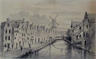 RI-246 Het Achterklooster uit het westen, op de achtergrond molen De Noord aan het Oostplein.