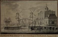 RI-621 Het Nieuwe Hoofd van de stad Rotterdam anno 1756. In het midden: de Stokkenbrug met de molens de Pelicaan en de ...