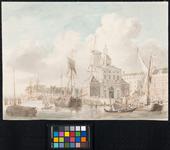 RI-629 De Leuvehaven met rechts daarvan de Nieuwe Hoofdpoort of Wittepoort, gezien vanaf de oostzijde van de haven. ...