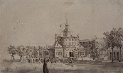 RI-630 De Leuvehaven met de Wester Nieuwe Hoofdpoort, met links daarvan de Nieuwewerksbrug over de Zalmhaven, gezien ...
