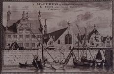 RISCH-172-A Het Stadhuis (links) en de kerk (midden) met houten klokkenstoel (rechts), gezien uit westelijke richting ...