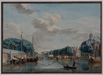 VII-135-01 De Blaak met de Zeevismarkt , de Houtbrug en de Lutherse Kerk.