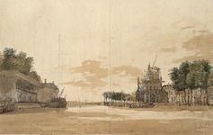 VII-251 Gezicht op het zuidelijk deel van de Leuvehaven uit het noorden. Op het havenhoofd rechts de Witte- of Wester ...