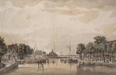 VII-403 Oudehaven, gezien uit noordlijke richting. Links de Spaansekade, in het midden de Ooster Oudehoofdpoort en ...