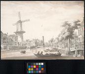 VIII-105 Pompenburgsingel met de Blauwemolen. Gezien uit oostelijke richting. Rechts de brug over de Karnemelkshaven. ...