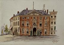 XI-26 Gezicht op de voorgevel van de Marinierskazerne aan het Oostplein.