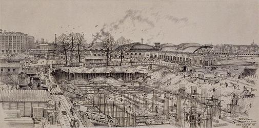 XI-48-00-05-11 Gezicht op de bouwput van het Spoorwegpostkantoor aan het Weena uit het oosten, met op de achtergrond ...