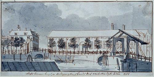 XII-118-00-01 Stadstimmerhuis en de ingang van 's Lands werf van de overzijde te zien anno 1758.Het Haringvliet aan de ...