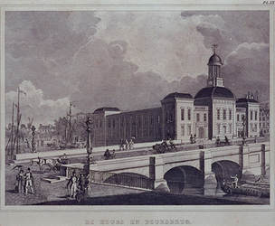 XIV-33 Gezicht op de Beurs en de Beursbrug aan de Blaak, uit het zuiden.